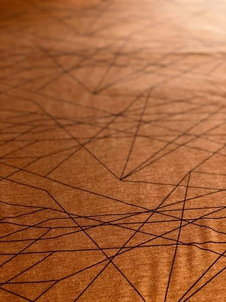 Bilde av Økologisk ull/silke, linjer kanelfarget